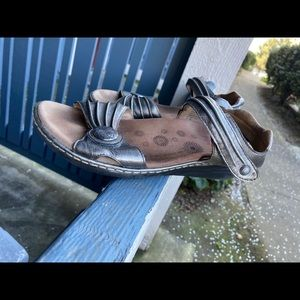 Taos Women's Sandals Gray Leather Sz 8 US